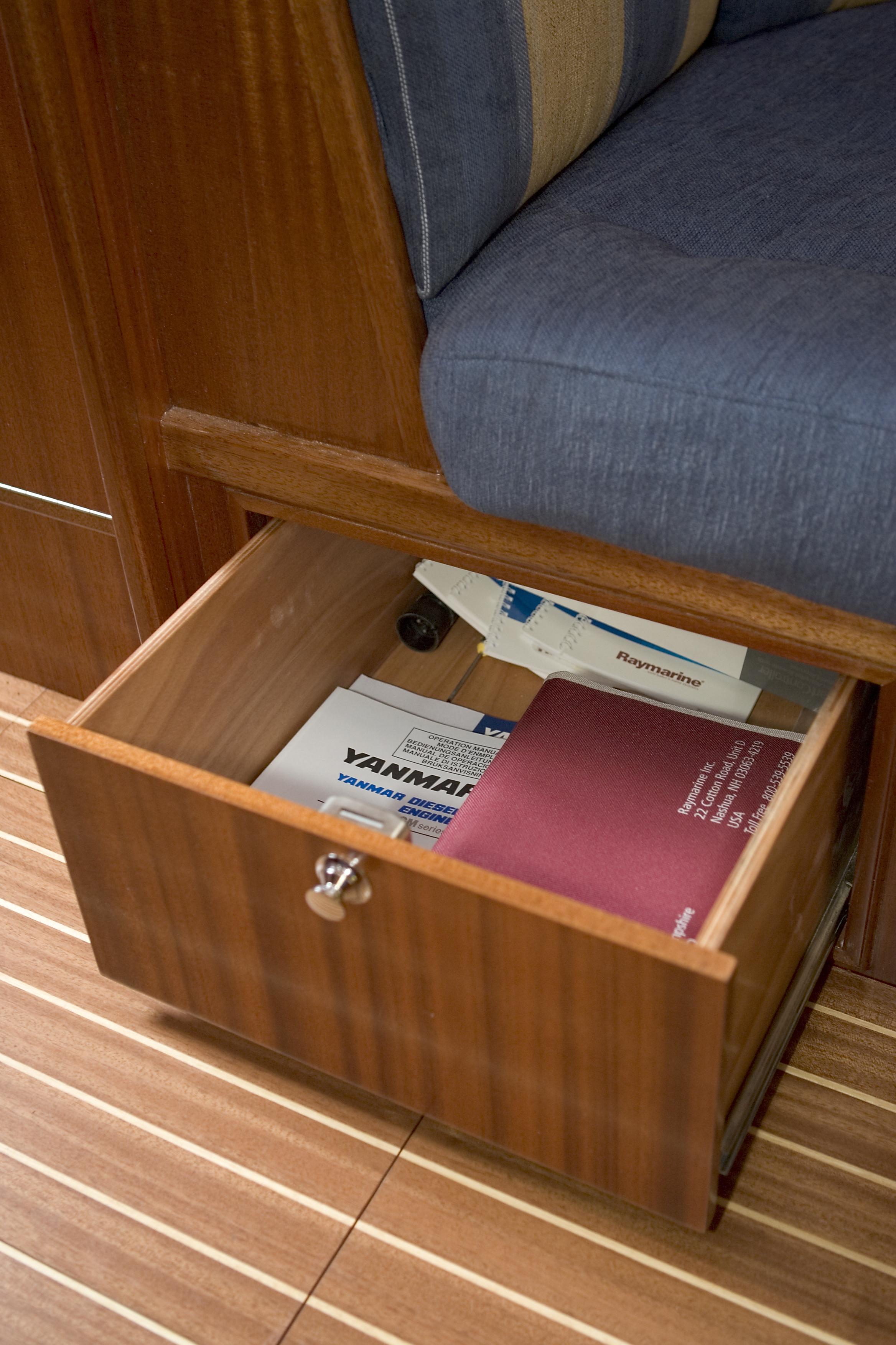 Interior Beluga J32 sailing yacht